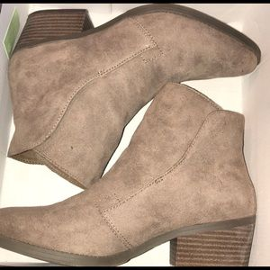 Madden Girl Side Slit Bootie.  Taupe colored.  8.5